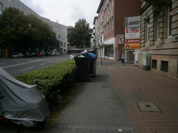 versperrter-radweg-frankfurt-eschersheimer-landstr-01