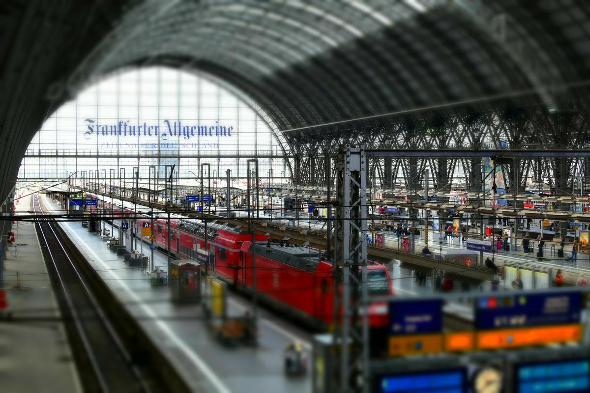 Frankfurter Hauptbahnhof im Miniatur Effekt 2