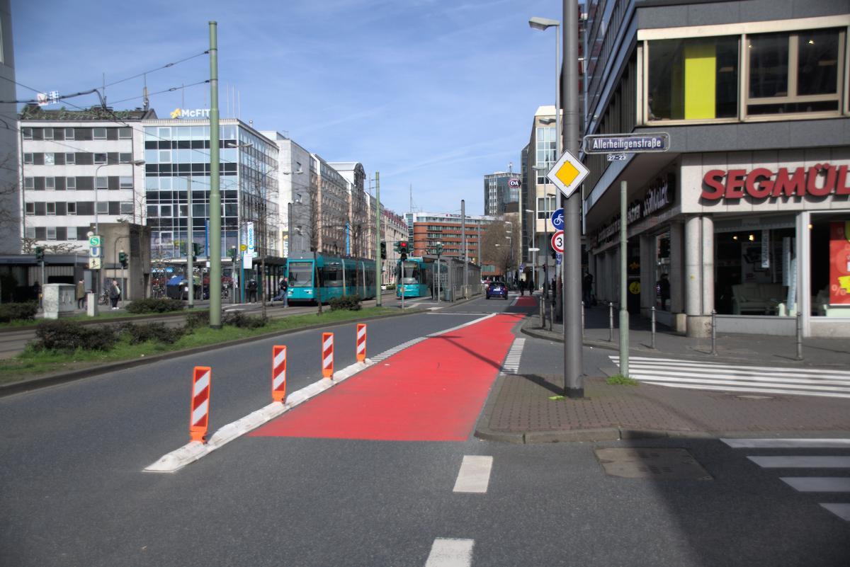 Radweg Ecke Kurt-Schumacher Straße Allerheiligenstraße