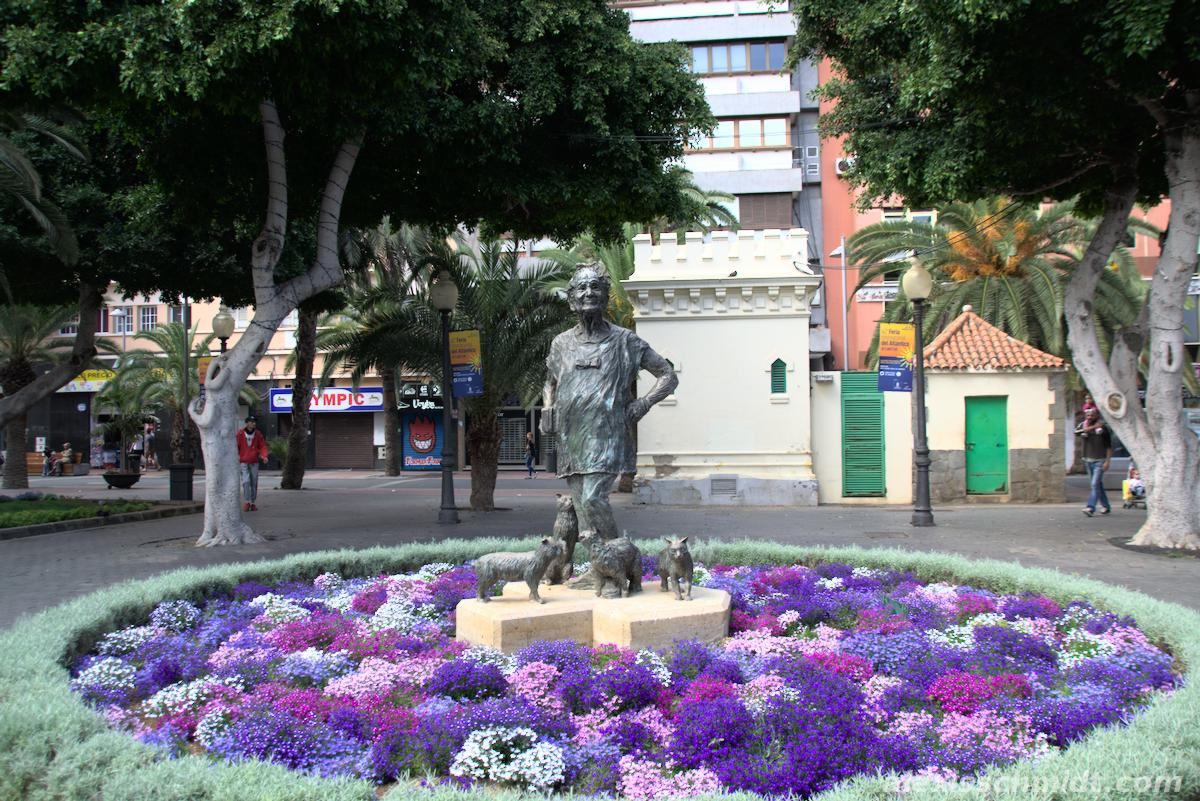 Sculpture of a Woman and Flowers in Las Palmas
