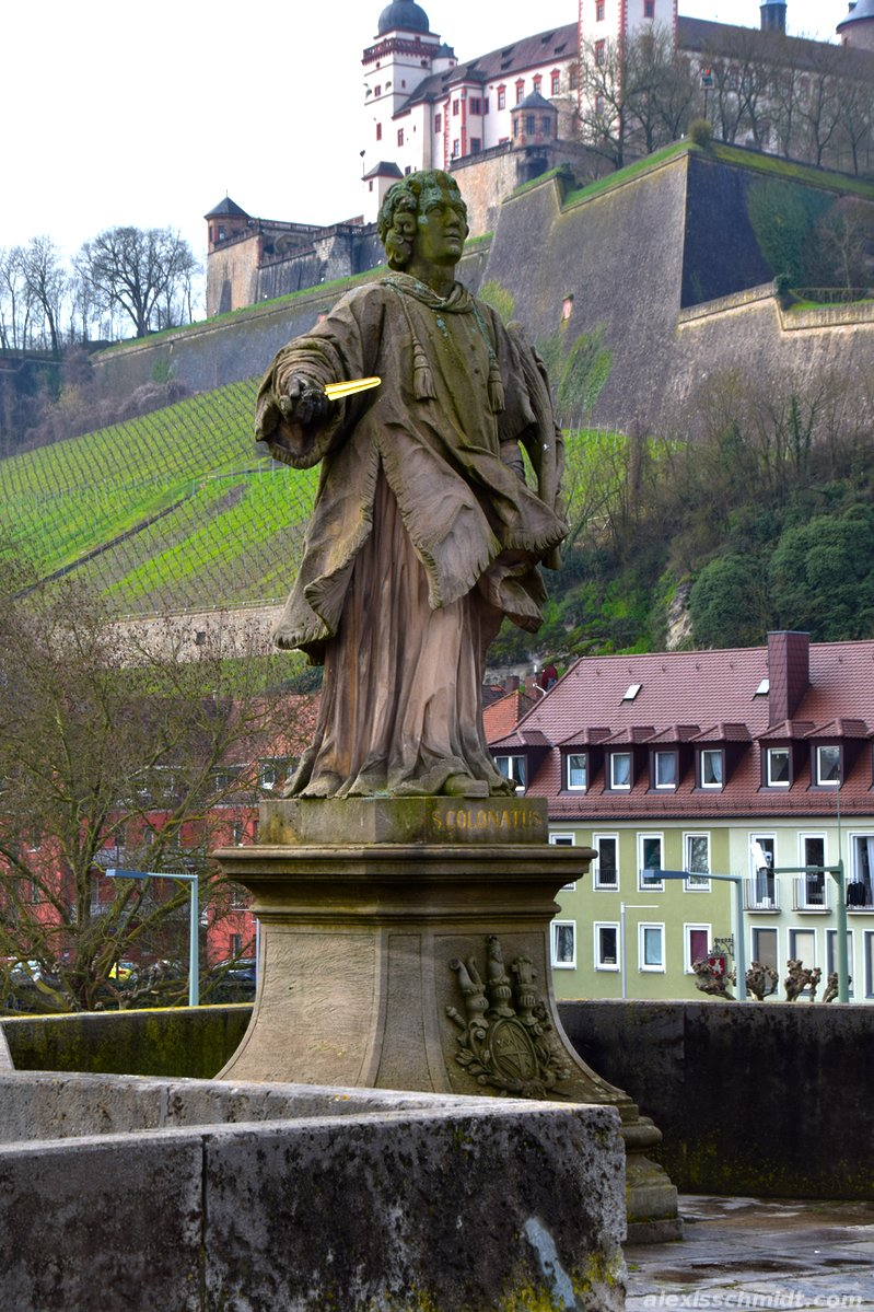 Statue on the bridge