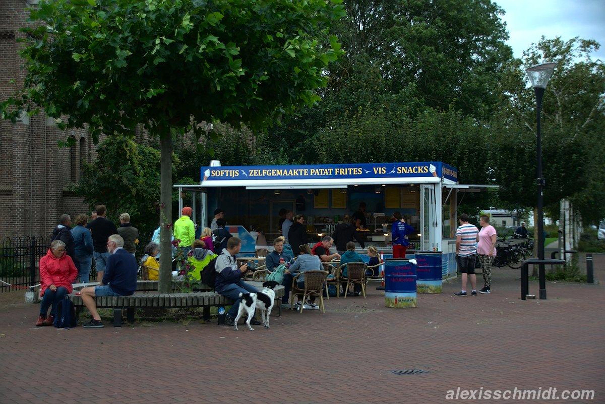 Softijs, Zelfgemaakte Papat Frites, Vis und Snacks bei Vishandel Lange Ben in De Cocksdorp, Texel, Niederlande