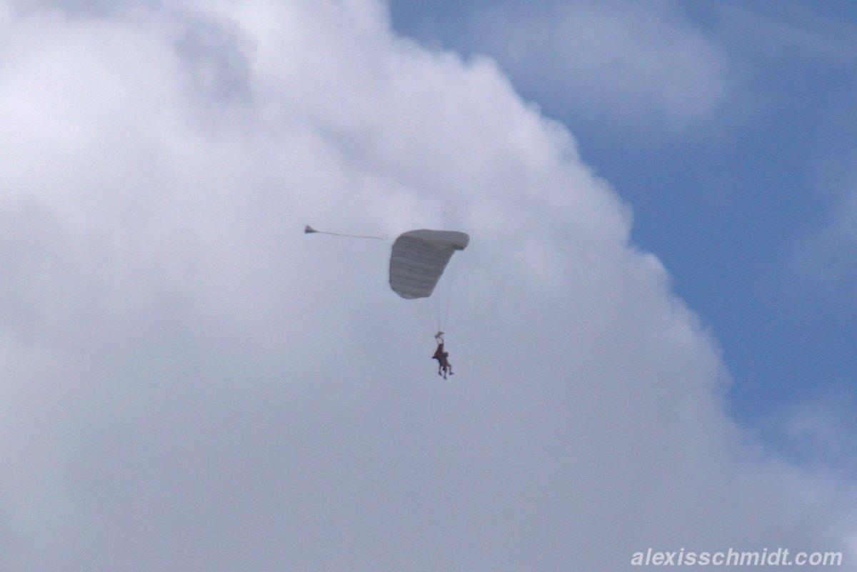 Tandem Fallschirmspringer über Texel