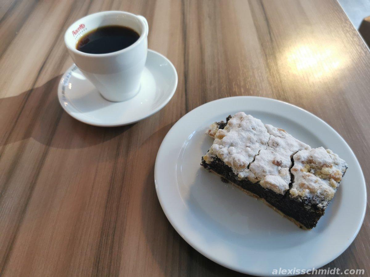 Kaffee und Kuchen bei