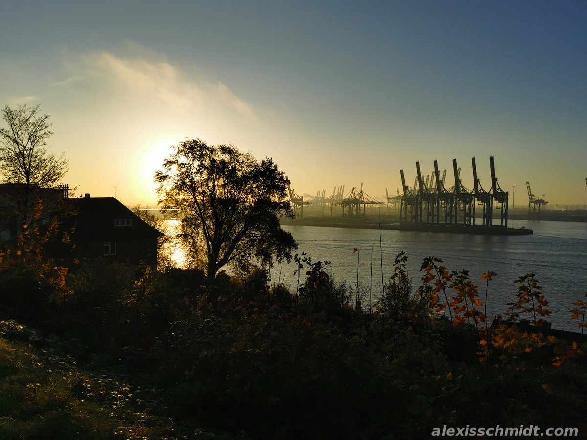 Schöne Stadt Hamburg mit Hafen